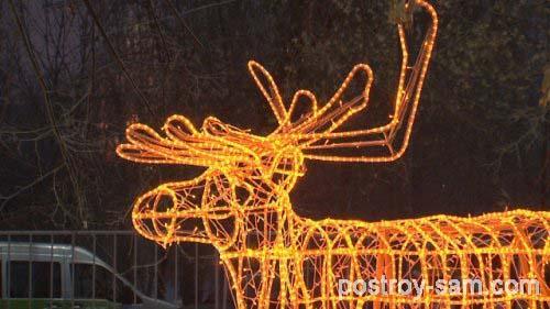 Светящийся новогодний олень для украшения участка