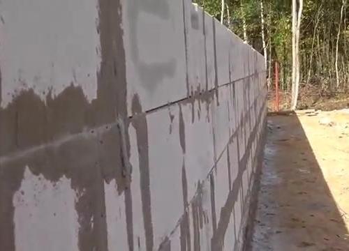 Как проверять правильность кладки стен из газоблока? Простой способ