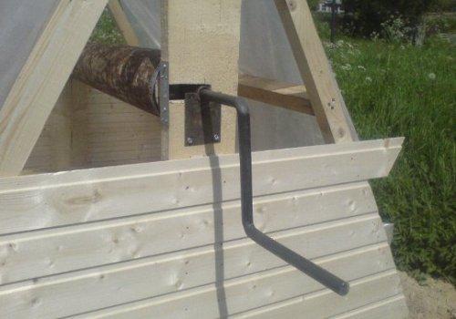 Обшивка каркаса домика для колодца вагонкой