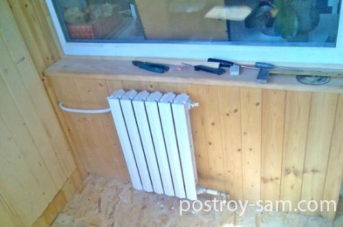 Радиатор отопления на балконе