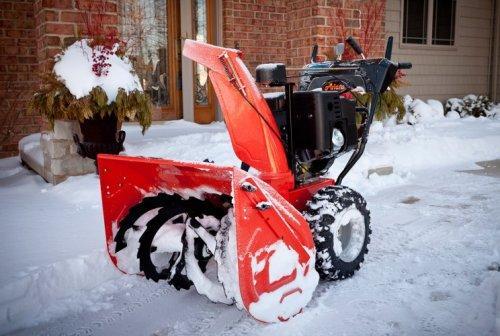 Какой снегоуборщик выбрать для дома и дачи