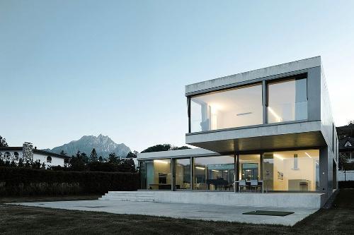 Вилла на берегу озера в Швейцарии