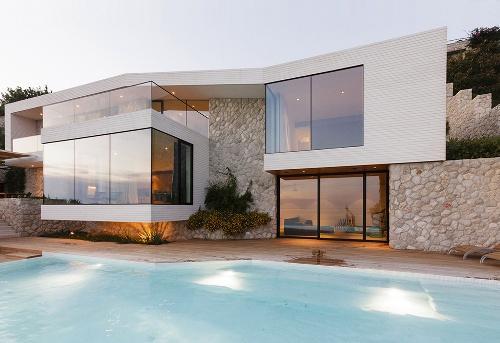 Дом из камня на берегу Адриатического моря