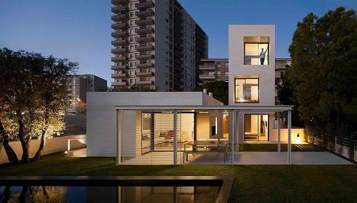 Современный минимализм частного дома в Барселоне