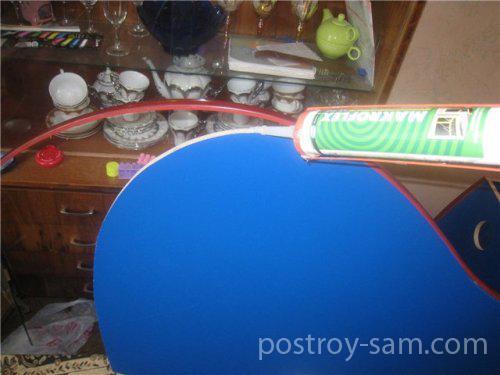 Наклейка кромки кровати