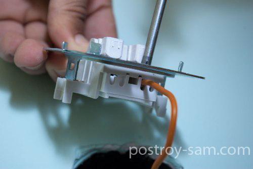 Подключение провода к выключателю