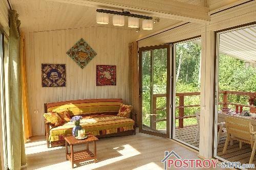 Интерьер дачного домика с террасой