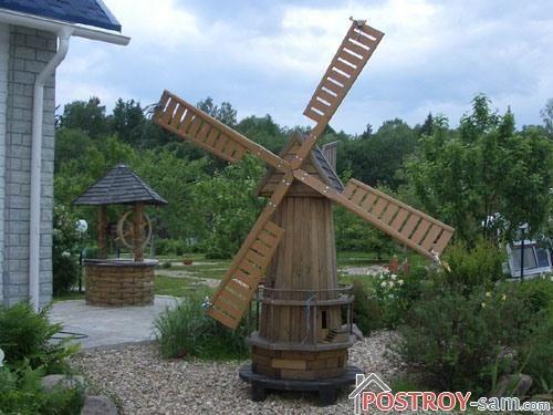 Декоративная мельница для сада, как элемент ландшафтного дизайна. Фото
