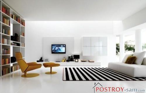 Полосатый ковер в интерьере гостиной фото
