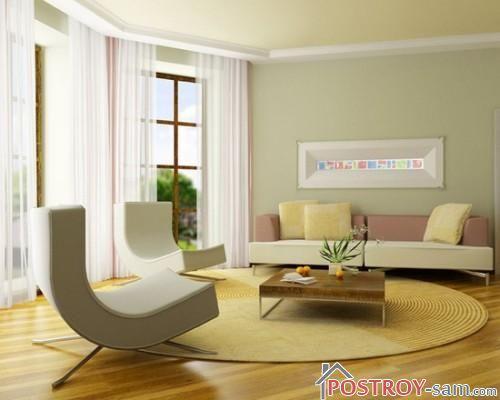 Круглый светлый ковер в гостиной
