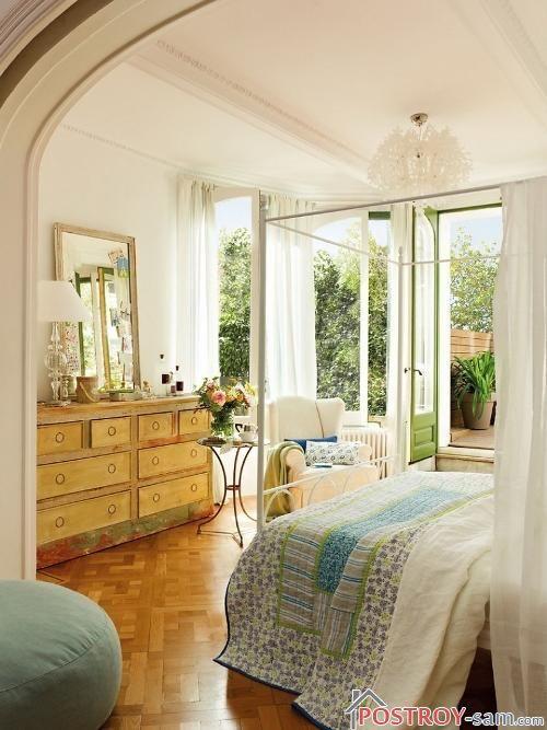Весенний интерьер красивой спальни