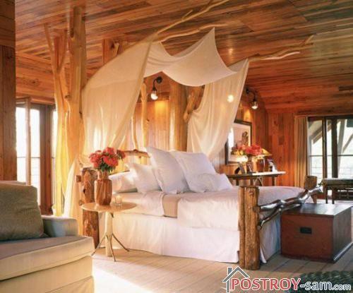 Красивая спальня в деревянном доме