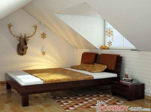 Простая кровать из массива