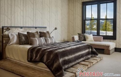 Кровать из состарившихся досок