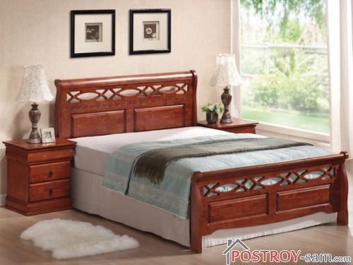 Кровать из массива с двумя тумбочками