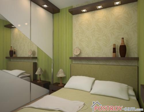 Маленькая спальня с зеркалом