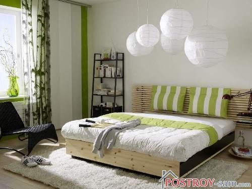 Маленькая спальня с оригинальными светильниками