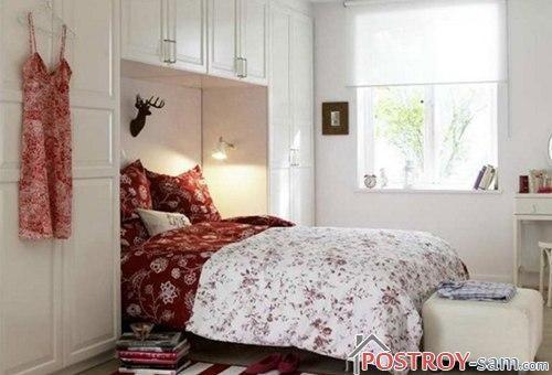 Уютный интерьер небольшой спальни
