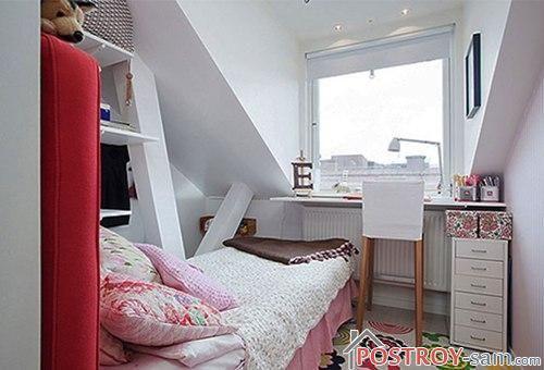 Светлая спальня на мансарде
