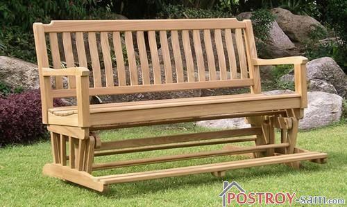 Красивая деревянная скамейка
