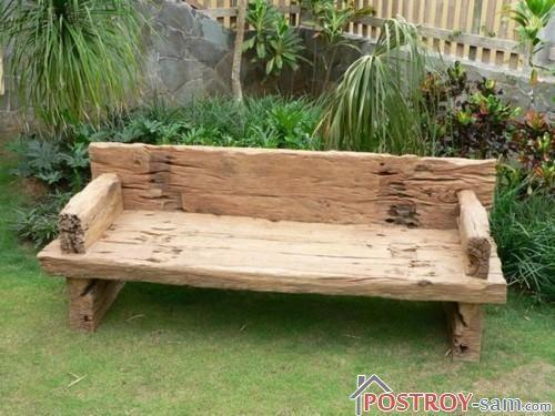 Деревянная старинная скамейка