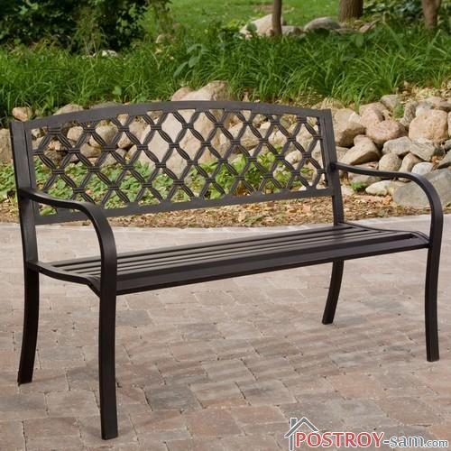 Металлическая скамейка со спинкой