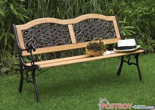Красивая скамейка из дерева и металла