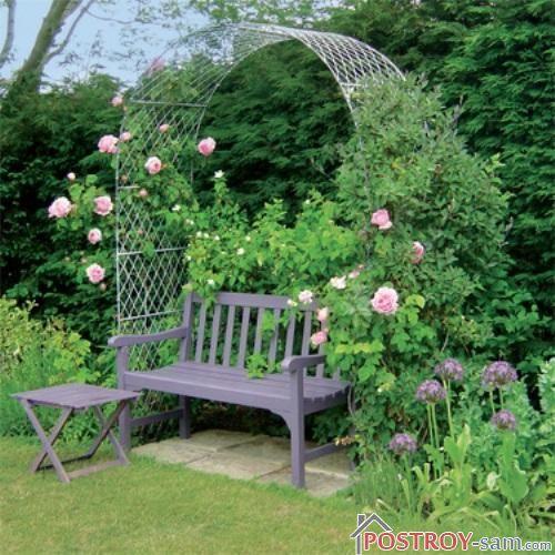 Деревянная скамейка с аркой