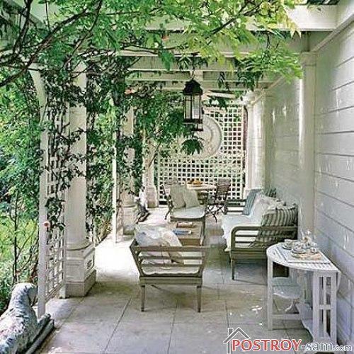 Уютная летняя терраса загородного дома