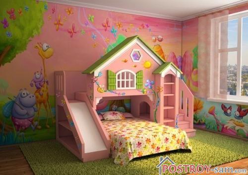 Кровать и игровой домик в детской