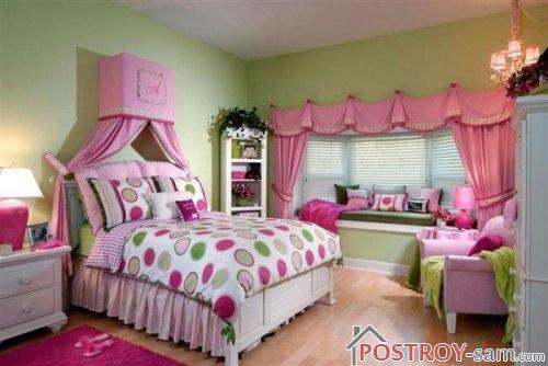 Большая кровать в дизайне детской комнаты для девочки