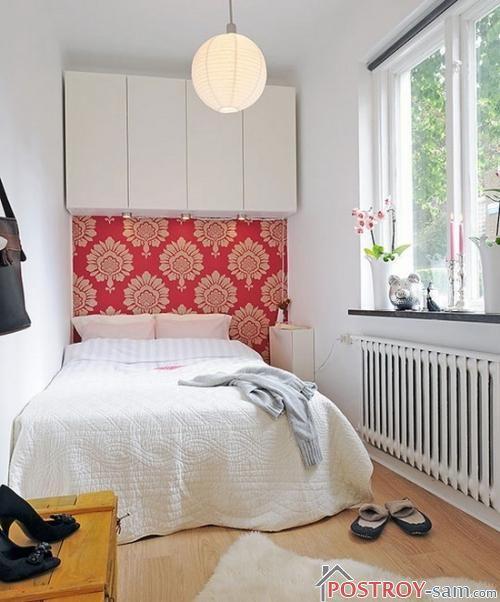 Настенные шкафчики в спальне