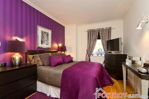 Контрастный интерьер узкой спальни