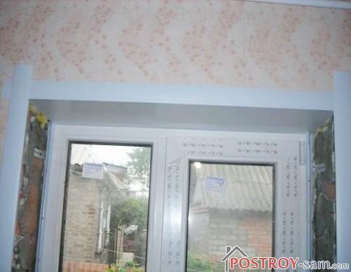 Пластиковый откос в верху окна