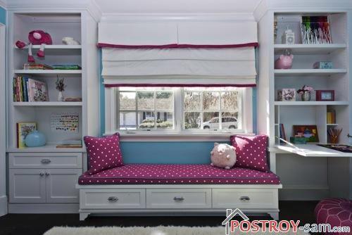 Белые римские шторы с розовой каймой