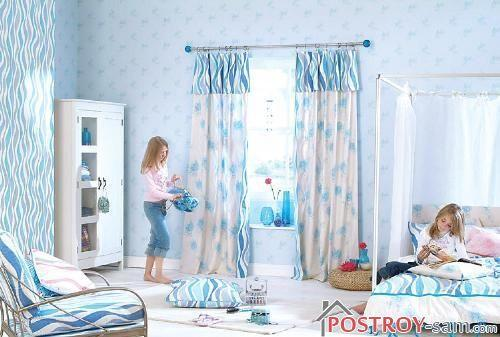 Бело-голубые шторы для детской