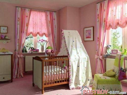 Оформление окон в комнате младенца