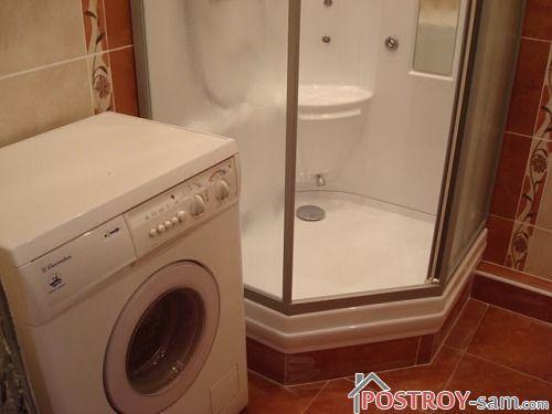 Душевая кабинка и стиральная машинка