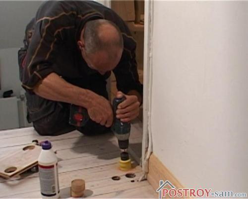 Увеличиваем отверстие в полу