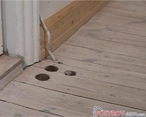 Как заделать отверстие в полу? Ремонт деревянного пола. Видео