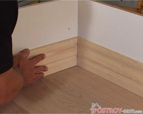 Как соединить плинтус в углу с ровными стенами? Видео