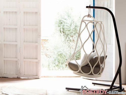 Подвесное кресло в доме