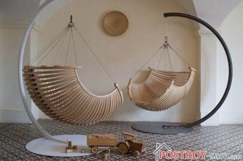 Деревянное подвесное кресло