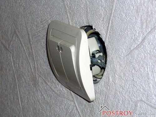 Установка выключателя с подсветкой