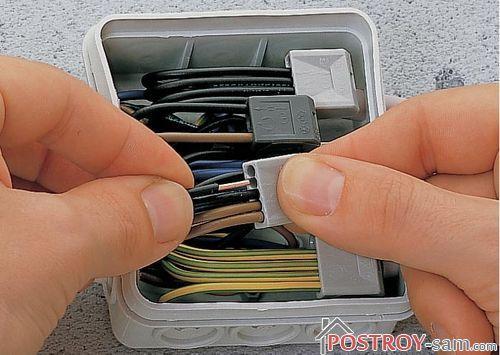 Соединения проводов в распаячной коробке: пайка, сварка, скрутка или клеммники