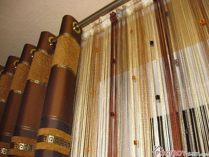 Нитяные шторы в гостиной на окнах