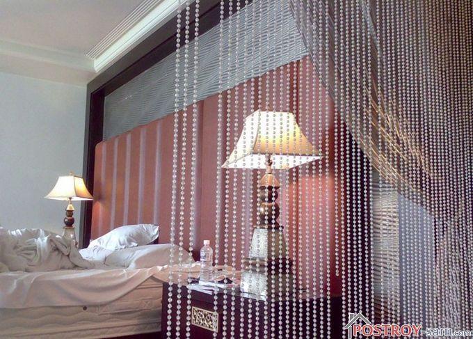 Изящные шторы в спальне