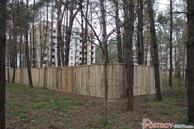 Забор из деревянных щитов