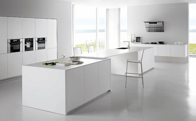 Кухня в белых цветах в стиле минимализм