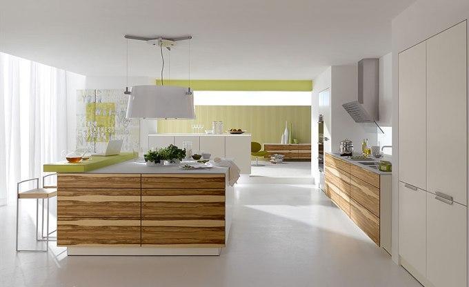 Деревянные фасады белой кухни